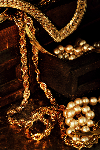 Gold Jewellery Chains and necklaces as gift ideas